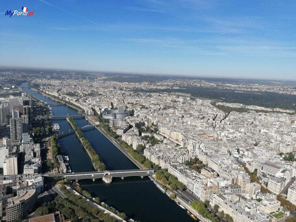 Widok ze szczytu wieży Eiffla