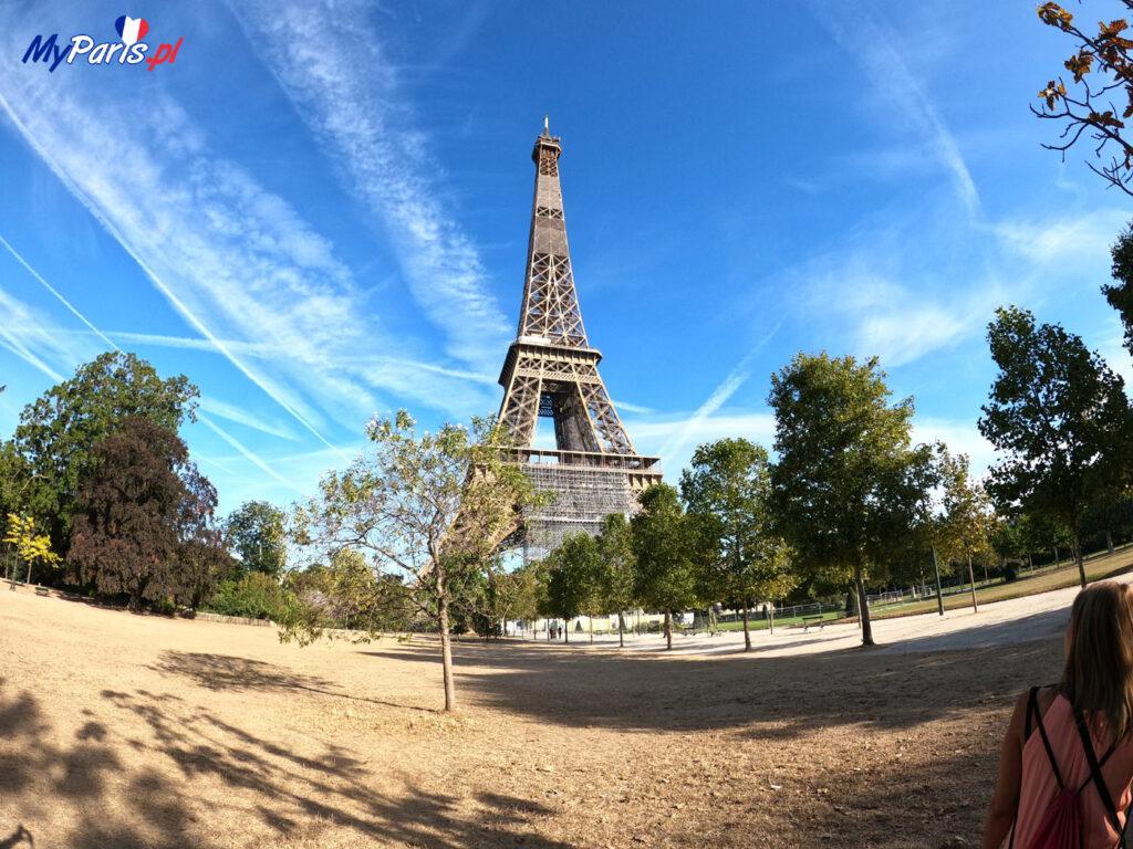 Wieża Eiffla od strony pól marsowych