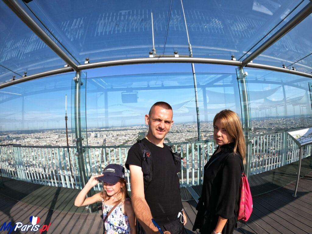My na dachu Montparnasse - oszklona konstrukcja