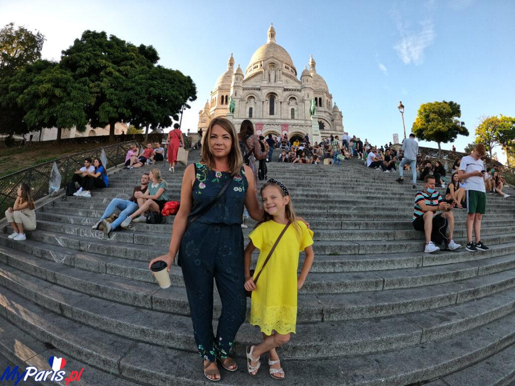 Schody przed bazyliką Sacre Coeur