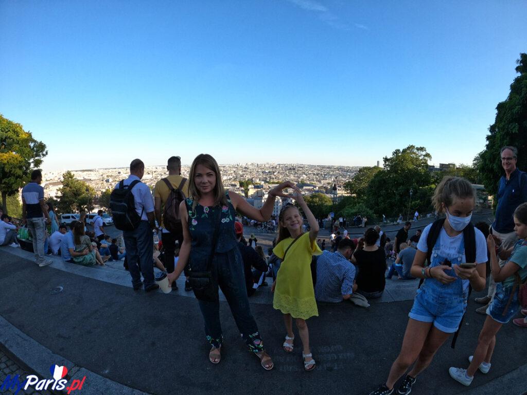 Panorama miasta ze schodów bazyliki
