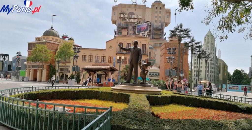 Posąg Walta Disneya z Myszką Miki w Walt Disney Studios